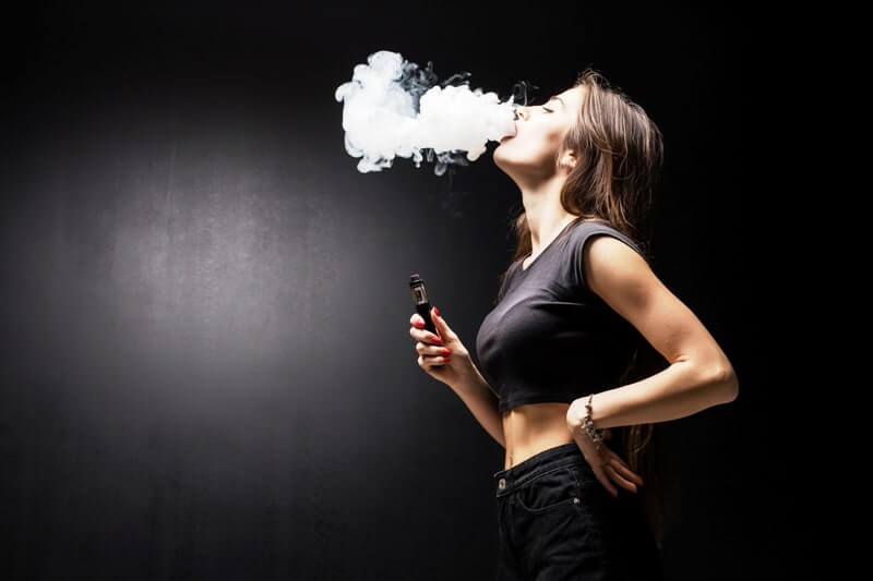 Duman çıkartan e sigara likit